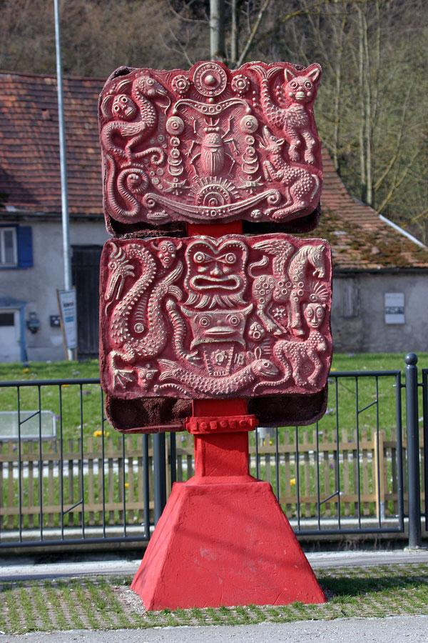 Fabelstein in Rot