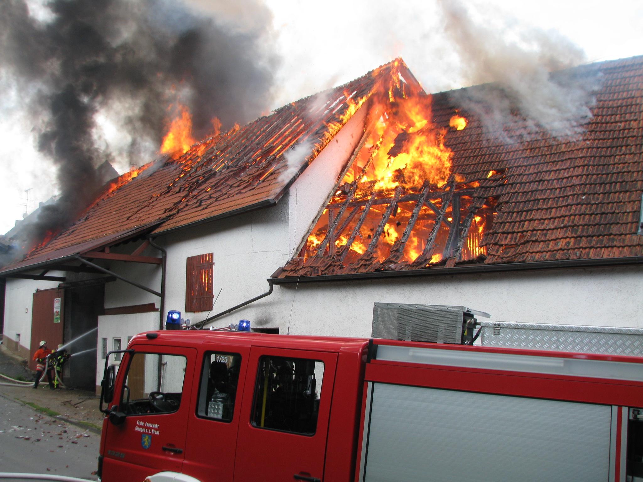 Löschung eines brennenden Hauses