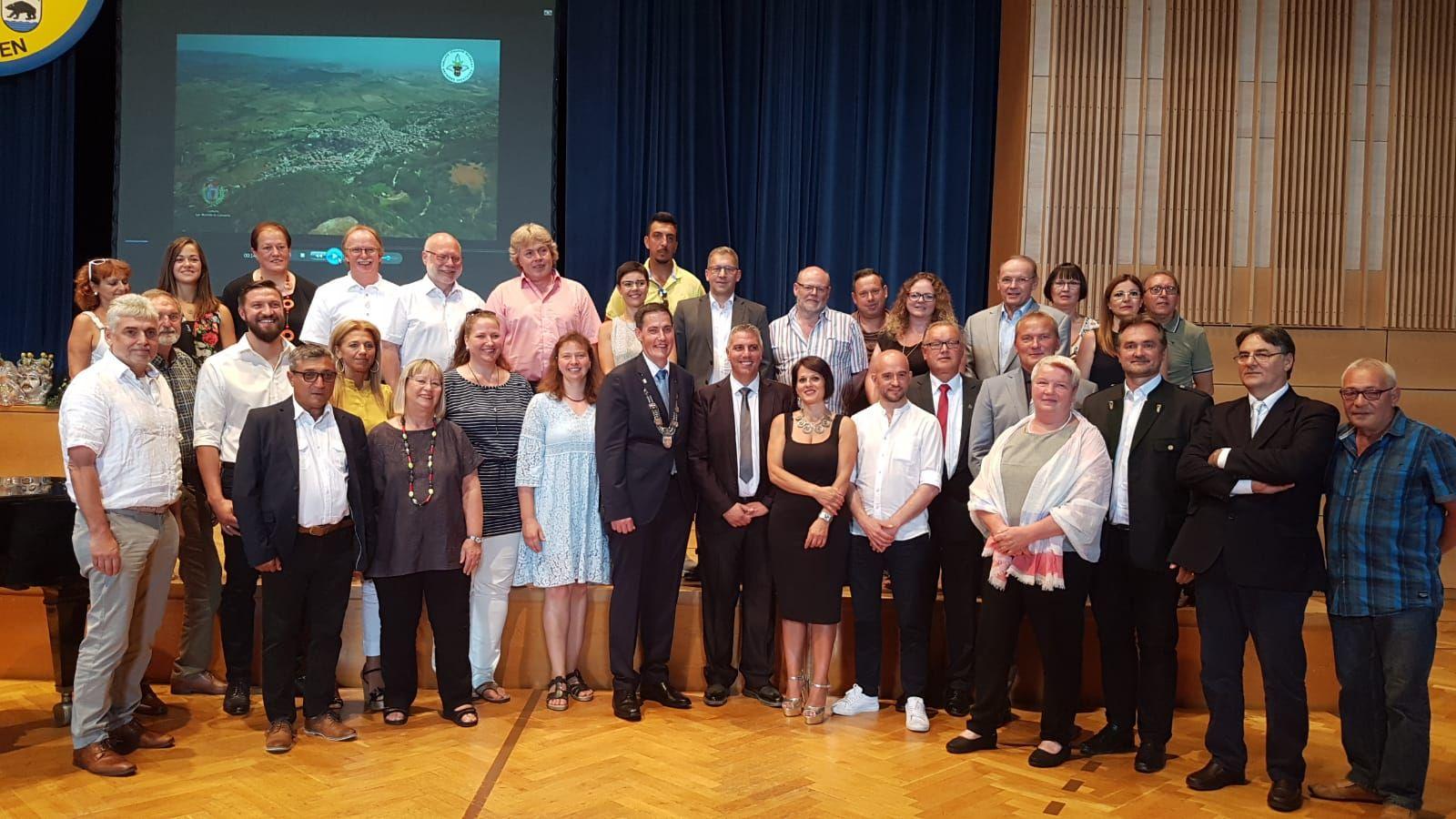 Gruppenfoto anlässlich der Beurkundung der Partnerschaft mit San Michele di Ganzaria
