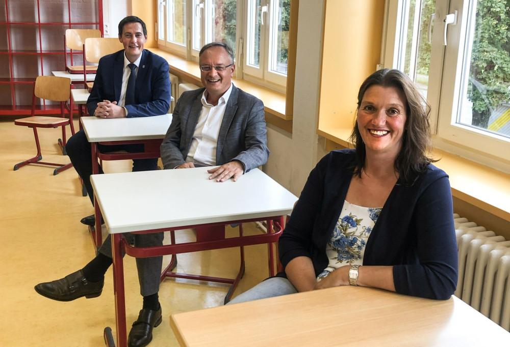 OB Henle mit SPD-Landtagsabgeordnetem Stoch und Schulleiterin Arndt
