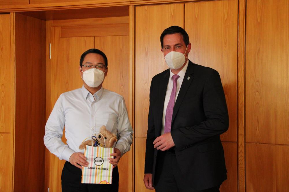 Andrew Zhang (CEO Fa. Ziegler) zu Besuch bei OB Henle