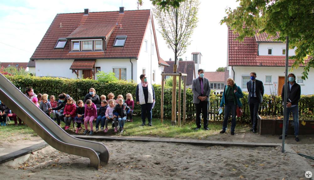 Festliche Baumeinweihung im Kindergarten